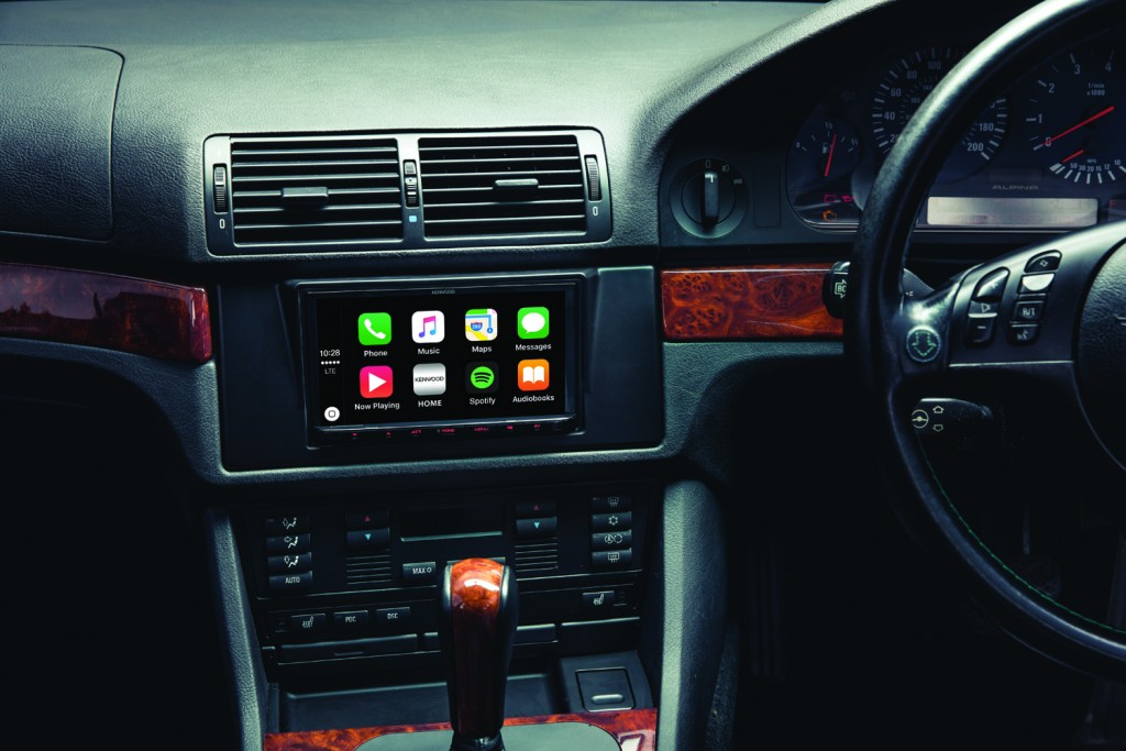 Interior2-CarPlay-HomeScreen